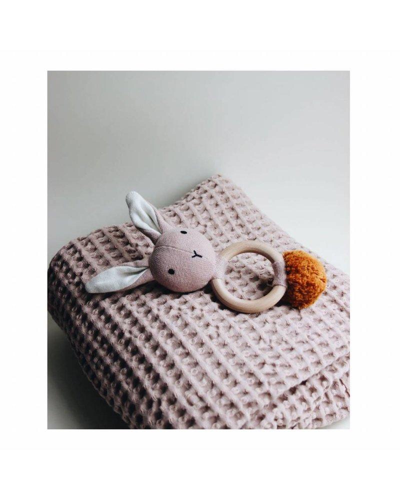 Liewood Aria rattle - Rabbit rose