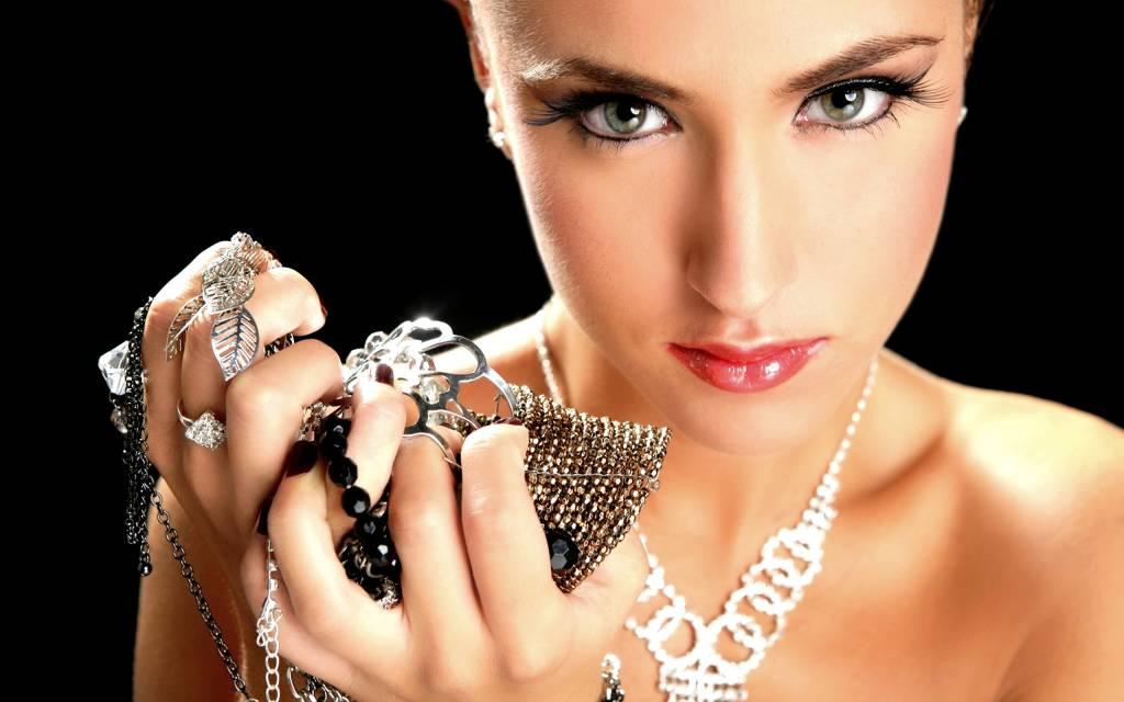 5 Crafty Jewelry Storage Ideas to Organize Your Jewelry
