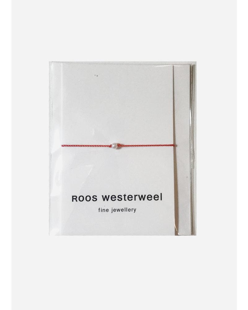 Roos Westerweel draadarmband koraal zilveren parel