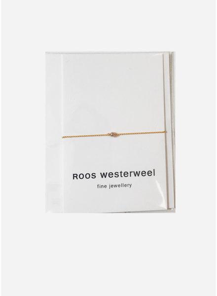 Roos Westerweel draadarmband geel met rose parel