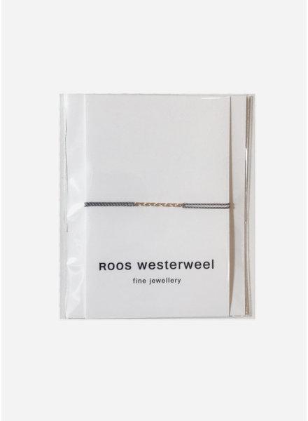 Roos Westerweel draadarmband grijs met gouden collier