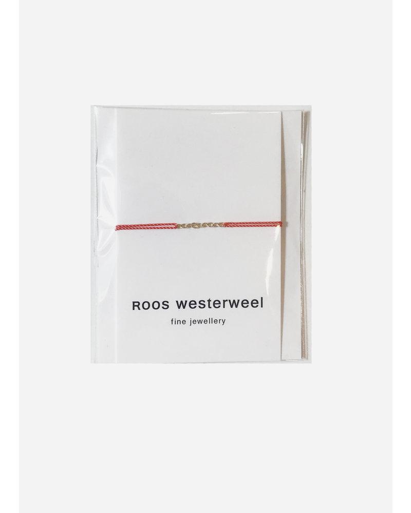 Roos Westerweel draadarmband oranje met gouden collier