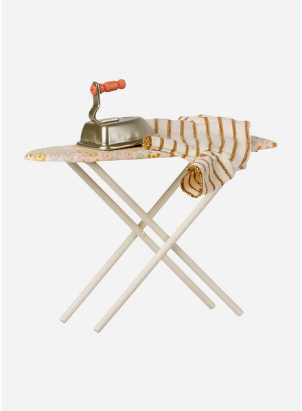 Maileg iron & ironing board