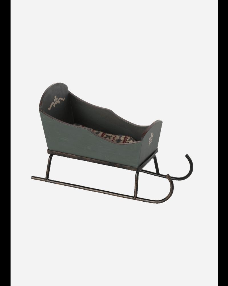 Maileg sleigh mouse