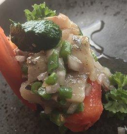 Nieuwe Hollandse maatjes met fijne boontjes en tomaat olijfolie en coulis van peterselie