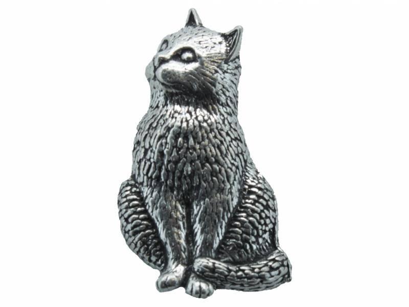 DTR Kat zittend