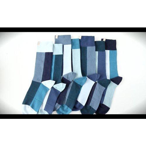 Solosocks Different but matching socks in decent turquoise, azure and indigo nuances.