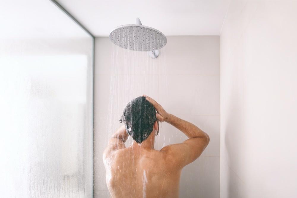 Douchen voor het scheren helpt om gemakkelijker te scheren