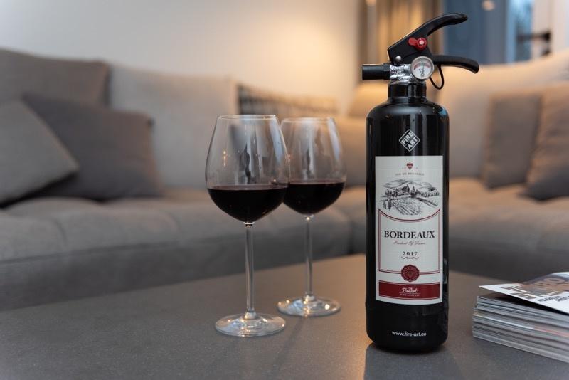 Fire Art Brandblusser die er uit ziet als een fles bordeaux wijn