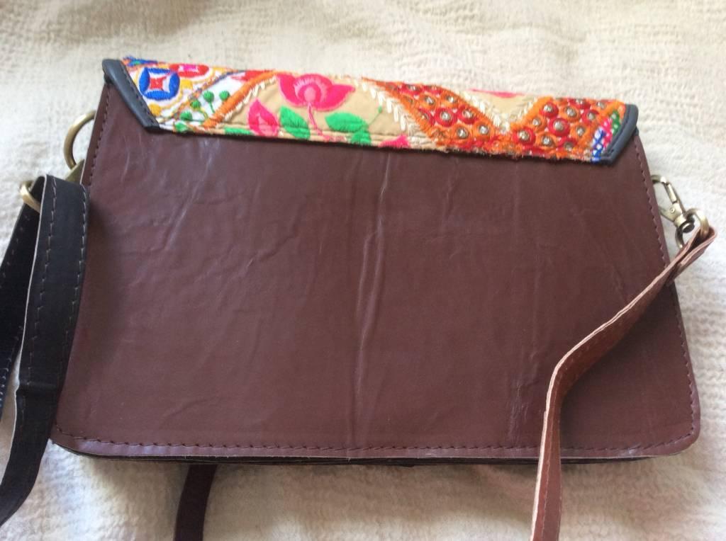 Tas  handgemaakt leer en borduursel