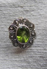 Earring silver stud with peridot