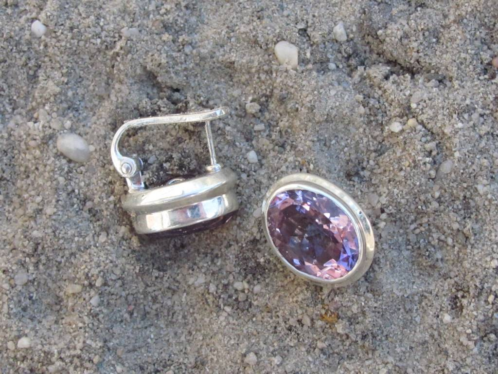 Oorbel zilver met facet geslepen hoog kwaliteit amethist dormeuse