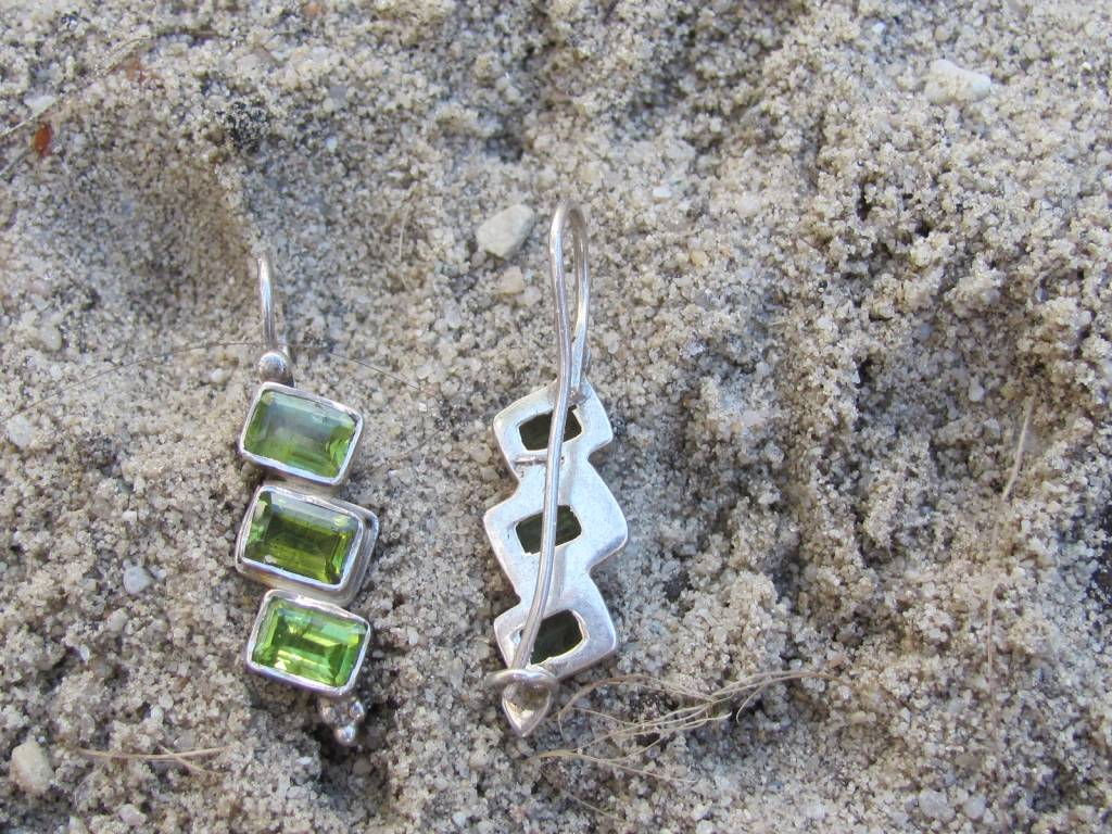 Earring silver with peridot