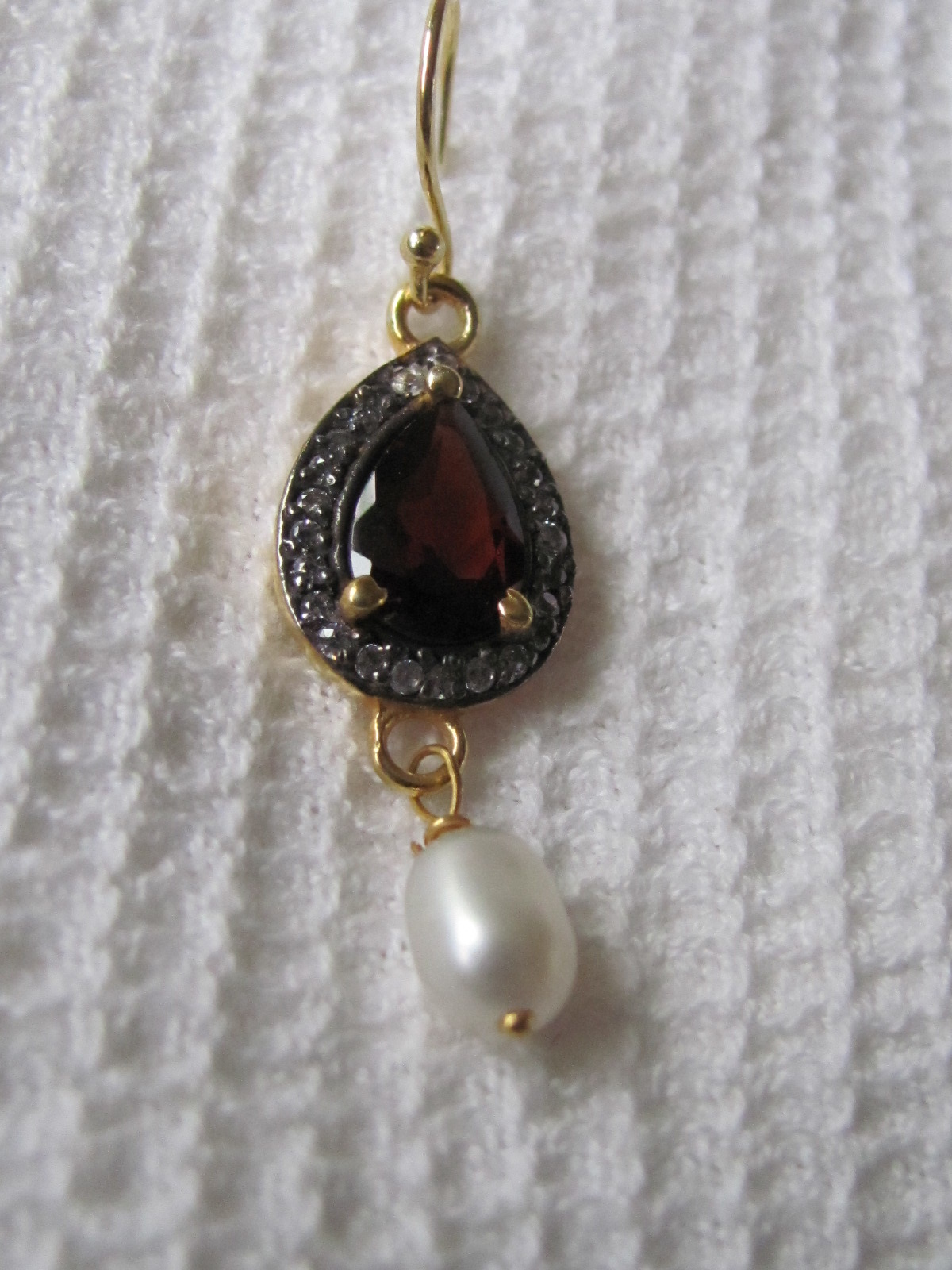 Earring  gold plating on silver with garnet and pearl