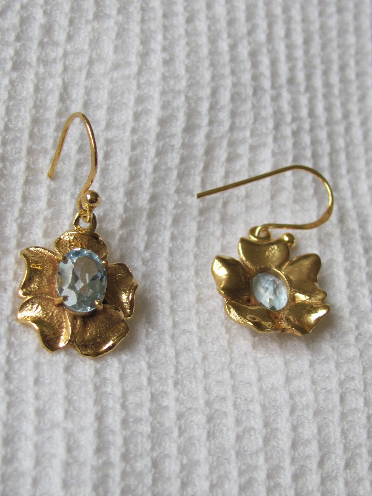 Earring  gold plating on silver with blue topas