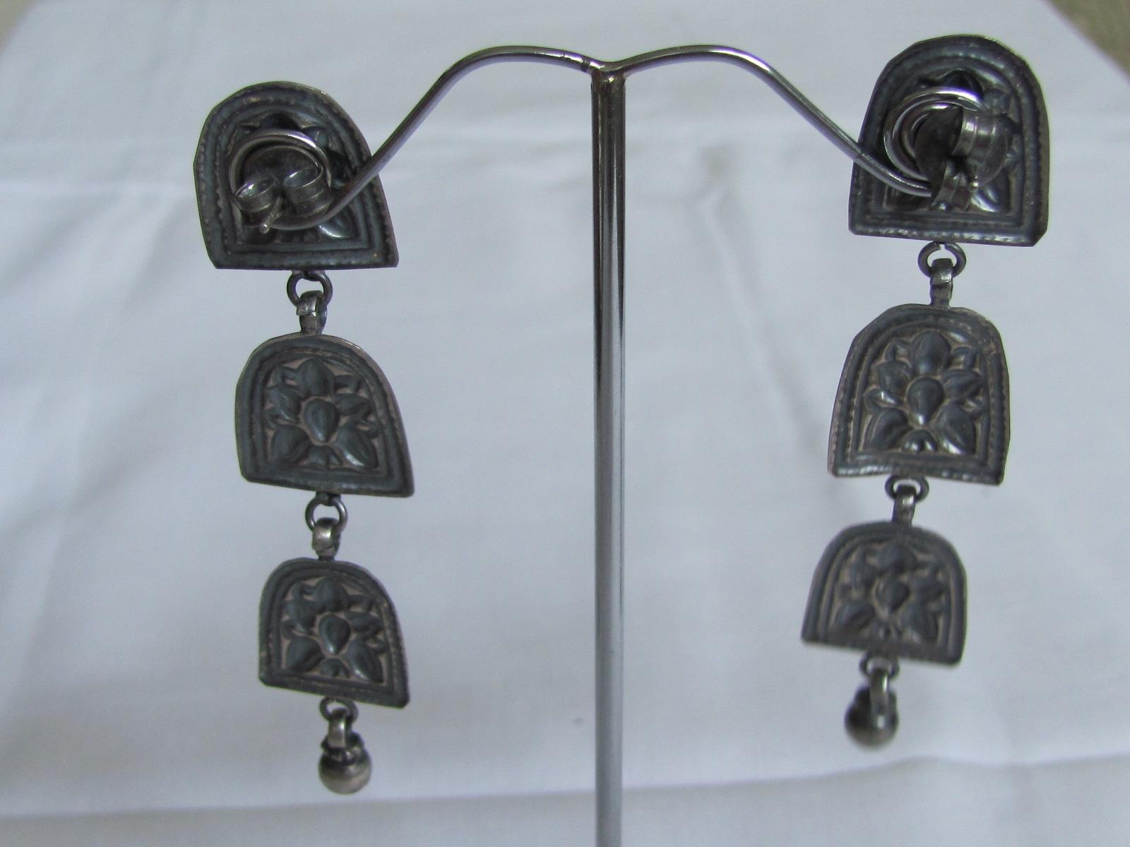 Zilver oorbel antiek afgewerkt