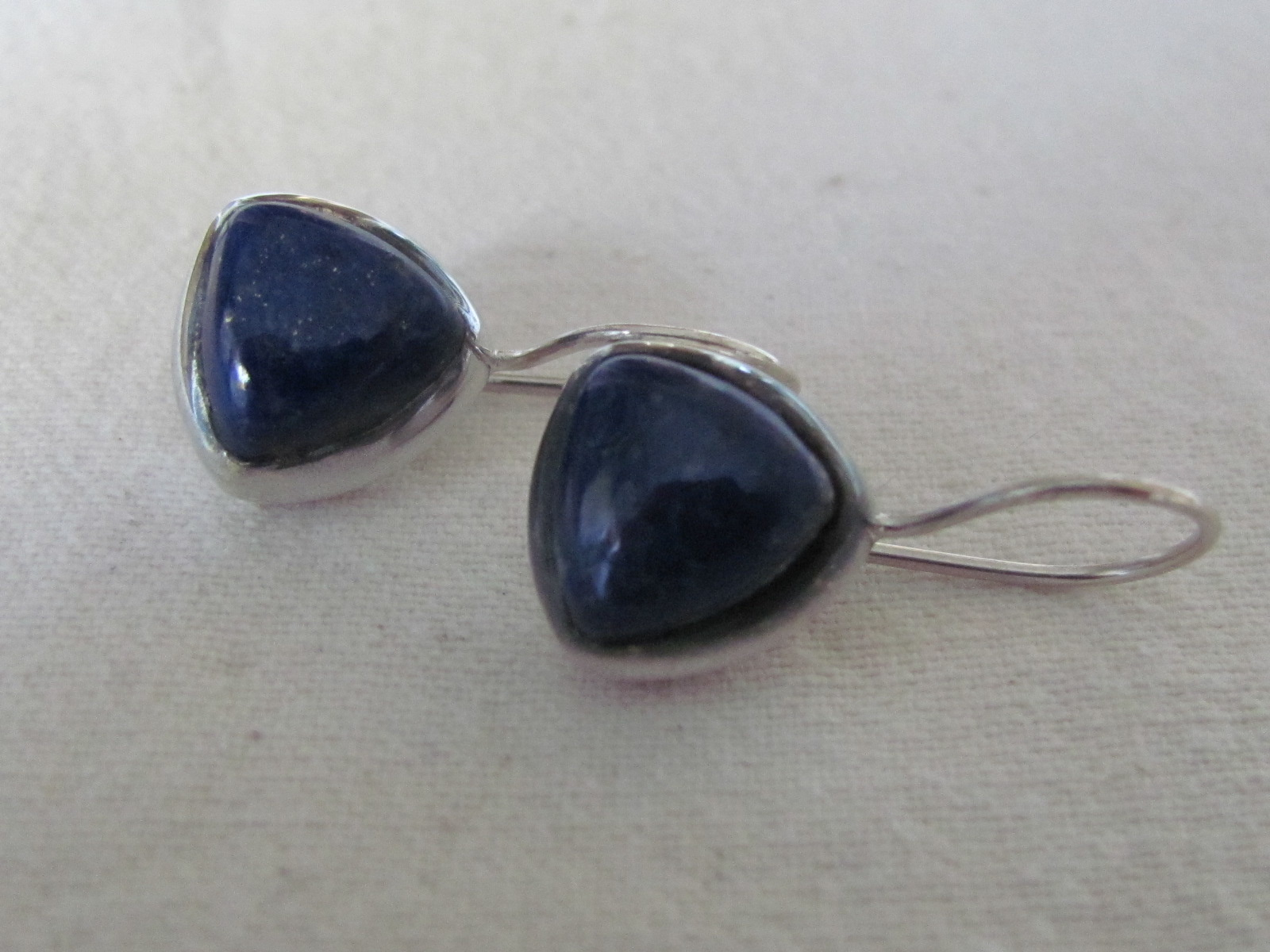 Earring silver with cabouchon  lapis lazuli stone