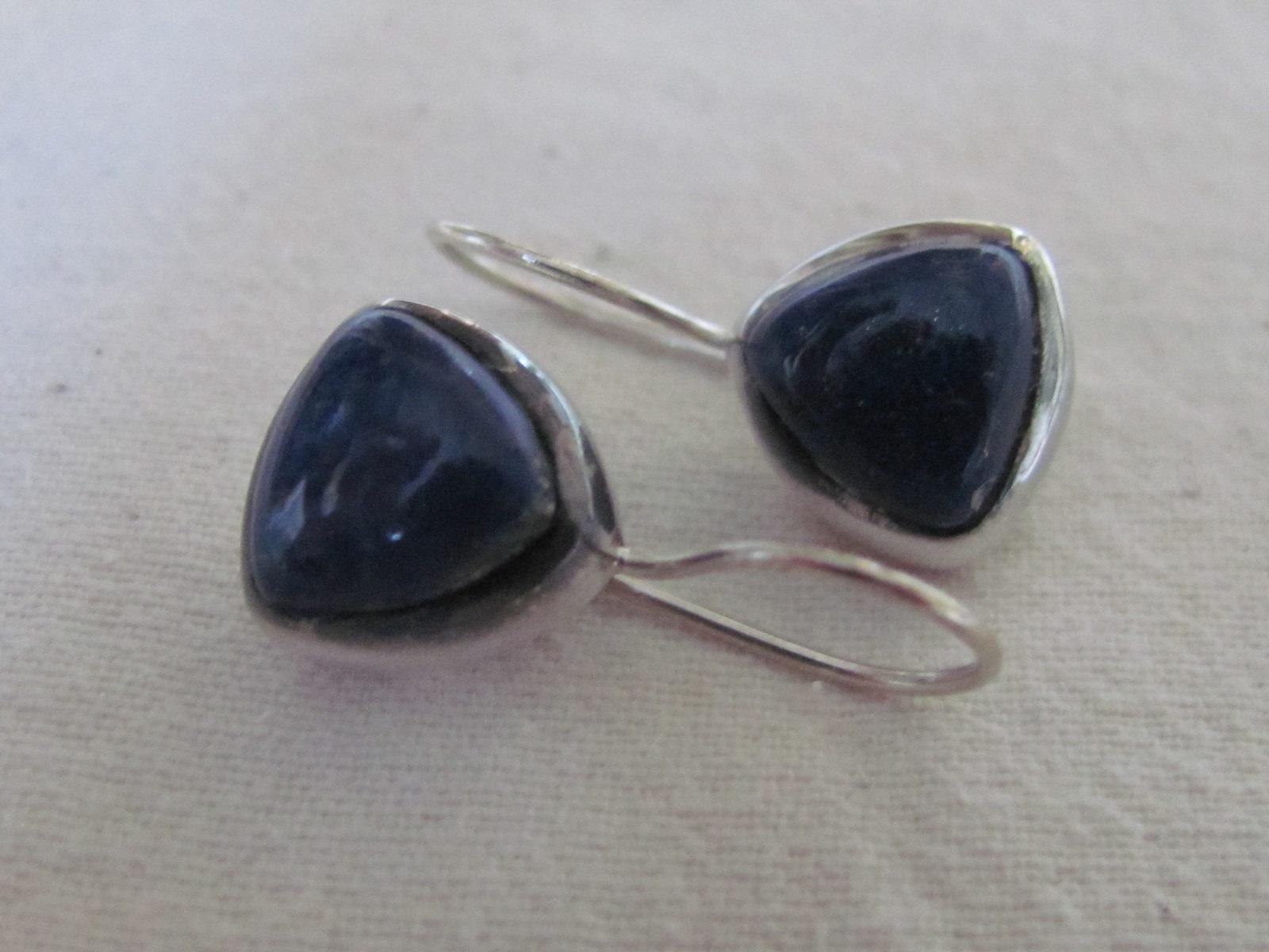 Oorbel Zilver handgemaakt met cabouchon  lapis lazuli steen