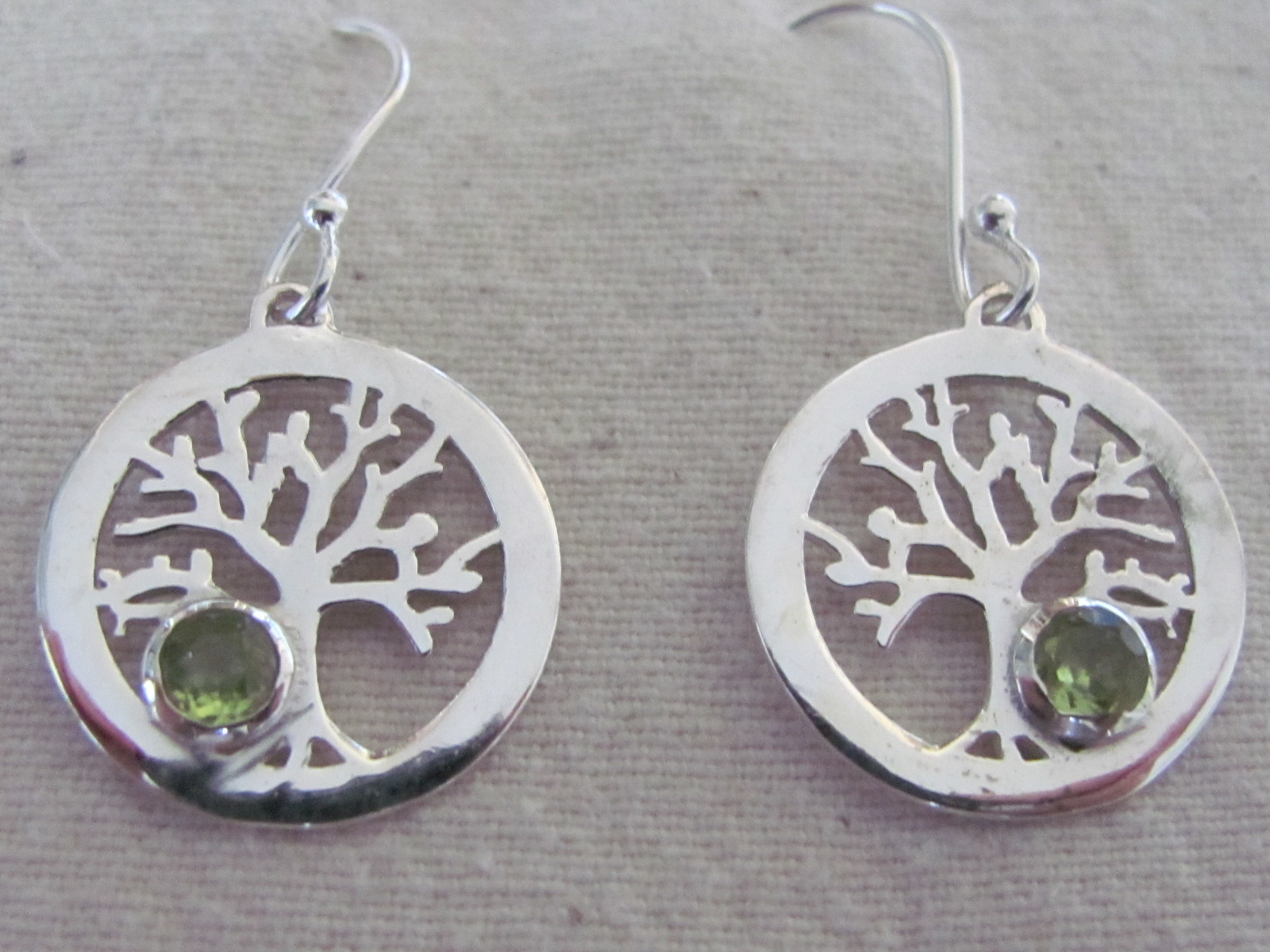 Earring silver tree of life with peridot