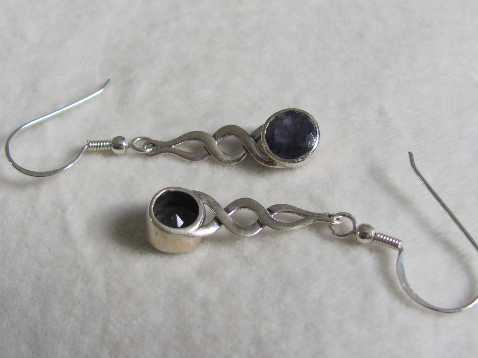 Earring silver with iolite stones