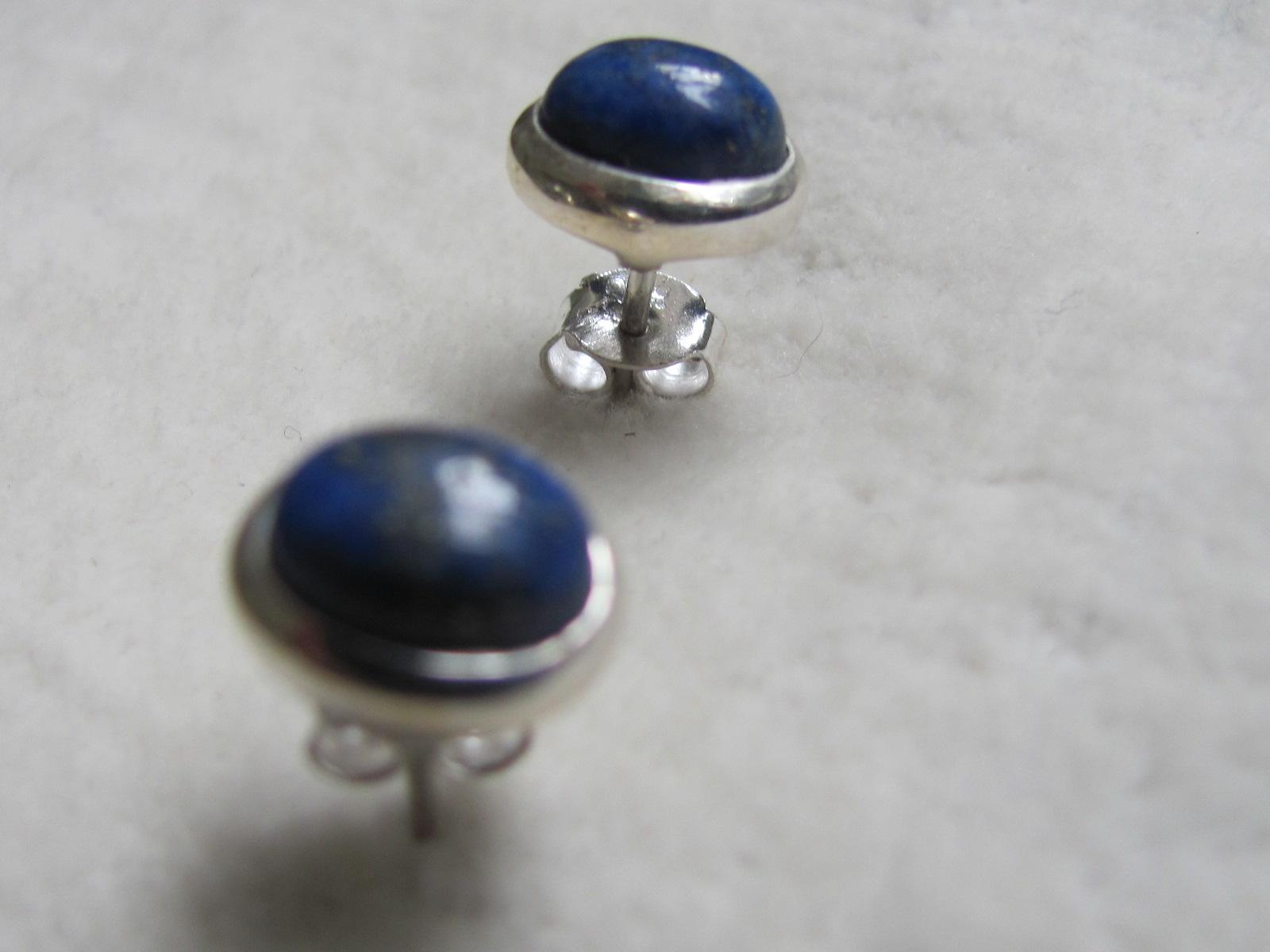Oorbel zilver stekker met lapis lazuli steen