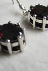 Earring silver with two hand faceted garnet stones