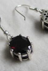 Oorbel Zilver handgemaakt met een handgeslepen granaat steen