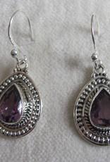 Oorbel Zilver handgemaakt met  handgeslepen amethist  steen