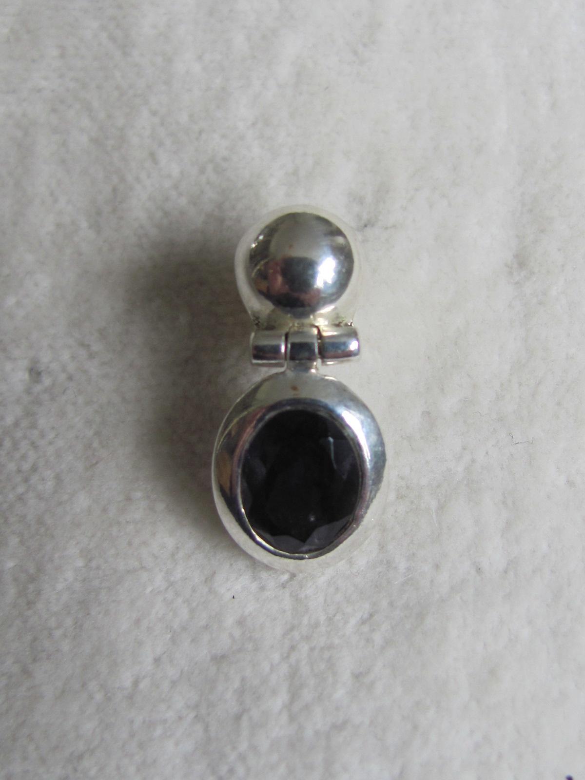 Oorbel zilver stekker met ioliet steen