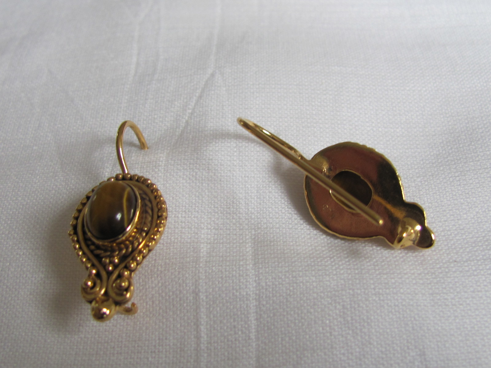 Earring gold on silver with  tiger eye stone