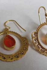 Oorbel goud  op zilver met cornalijn