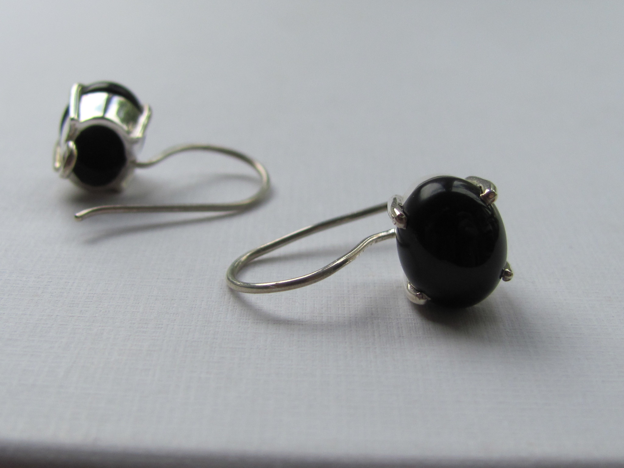 Earring dormeuse silver with  onyx