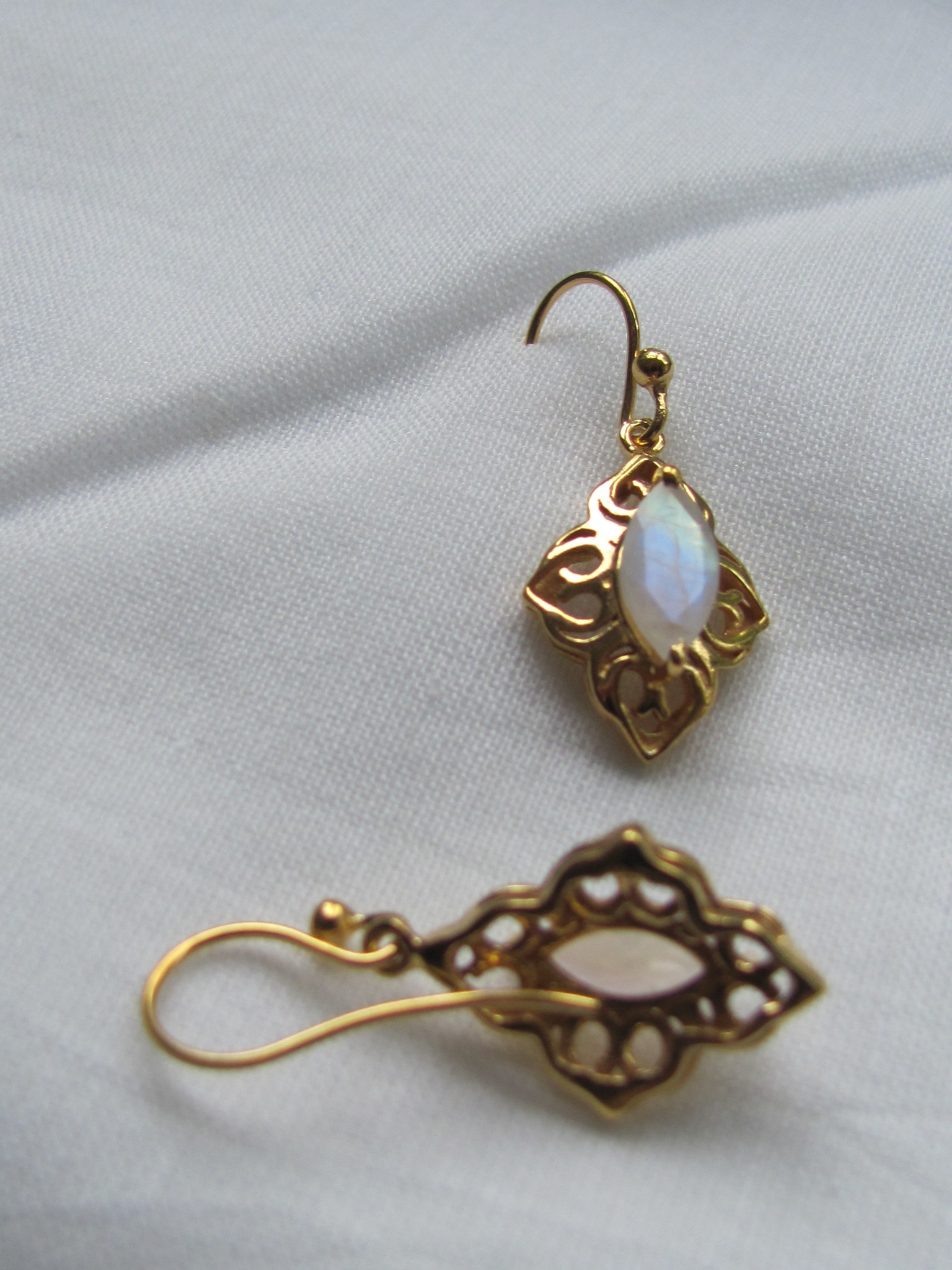 Earring  gold plating on silver with rainbow moonstone