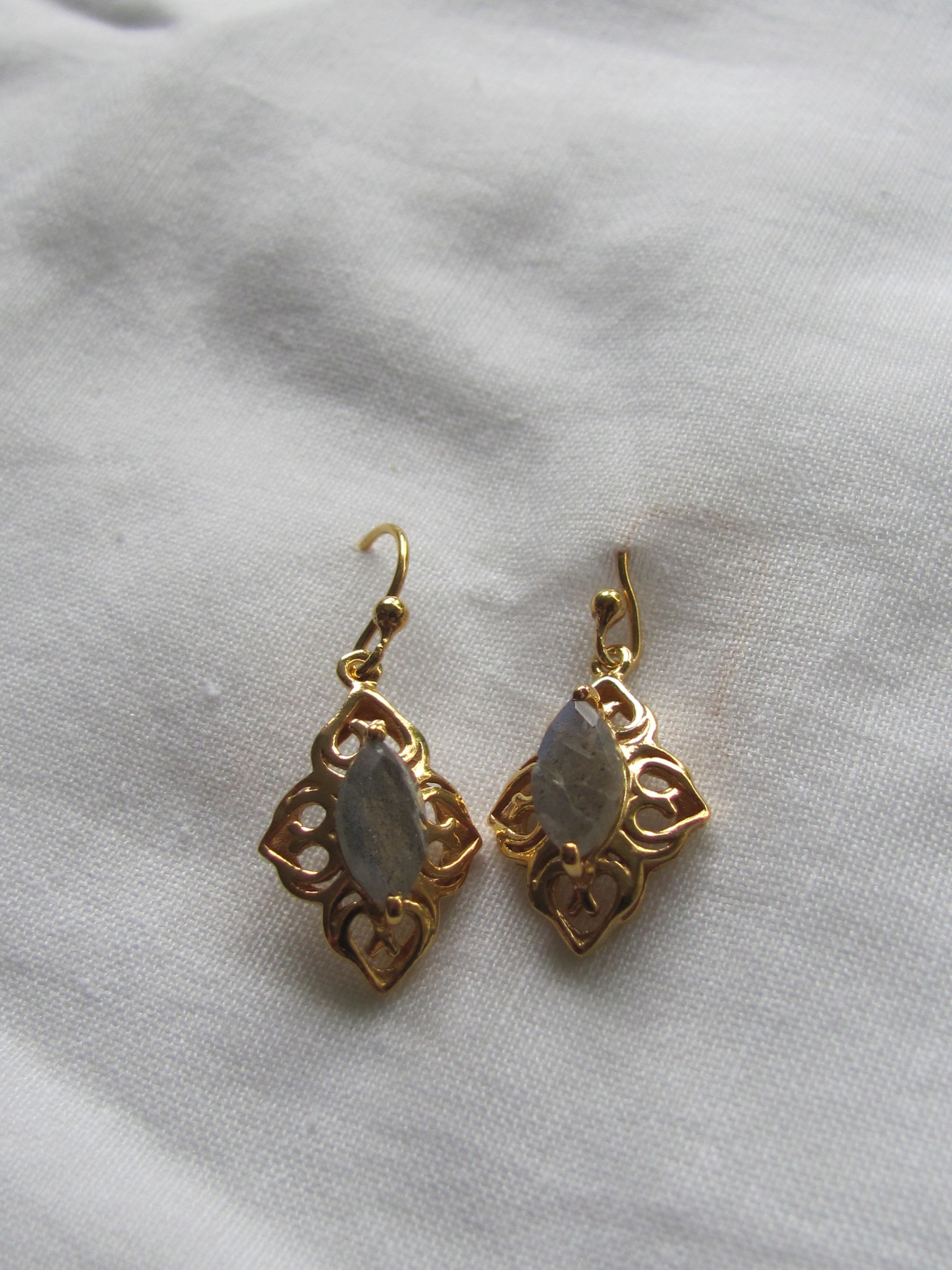 Earring  gold plating on silver with  labradorite