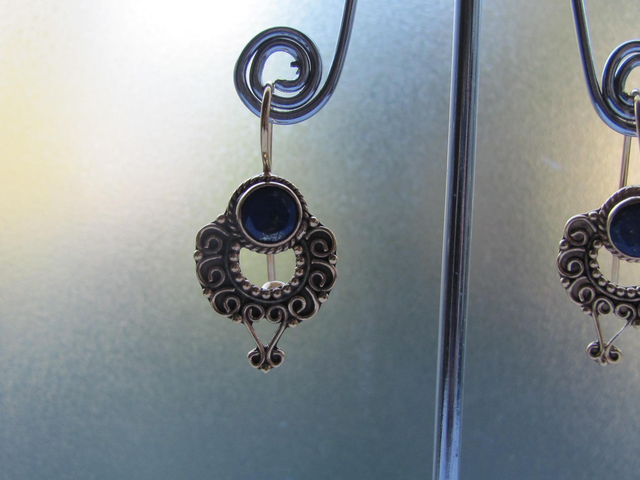 Oorbel goud  op zilver met  lapis lazuli