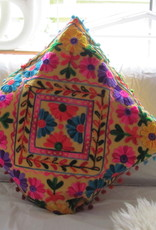 Kussenhoes susani geborduurd in Uzbeki style
