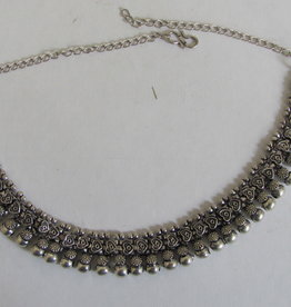 Necklace white metal