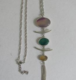 Pendant necklace three stones