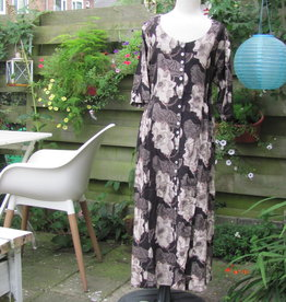 Coat dress with mother of pearl buttons