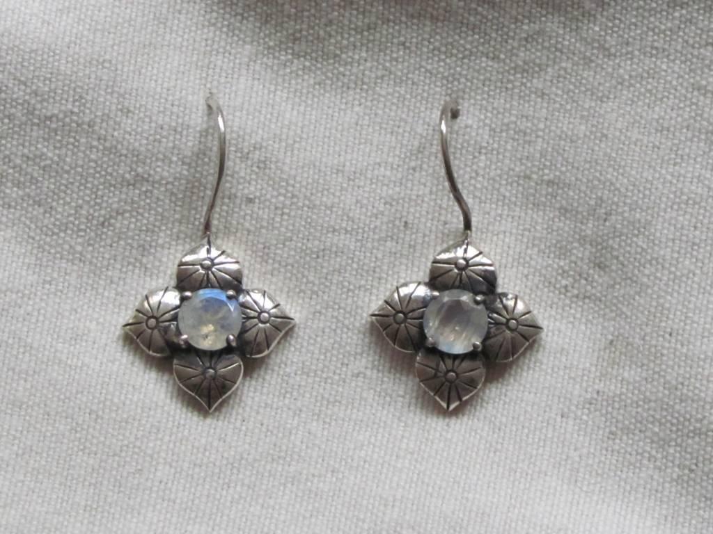 Earring silver rainbow moonstone