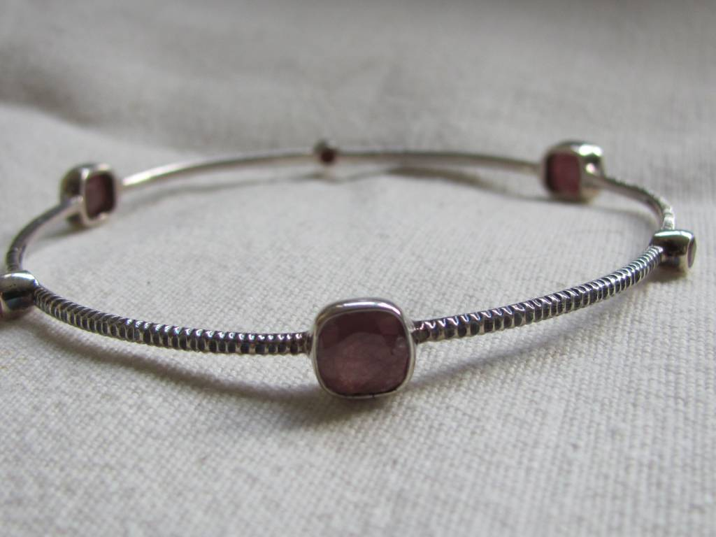 Armband zilver robijn