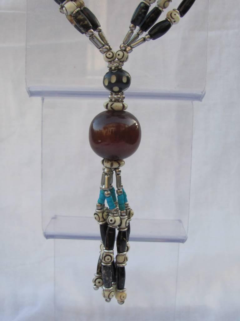 Ketting van horn, been en kunstharz, hand gemaakt