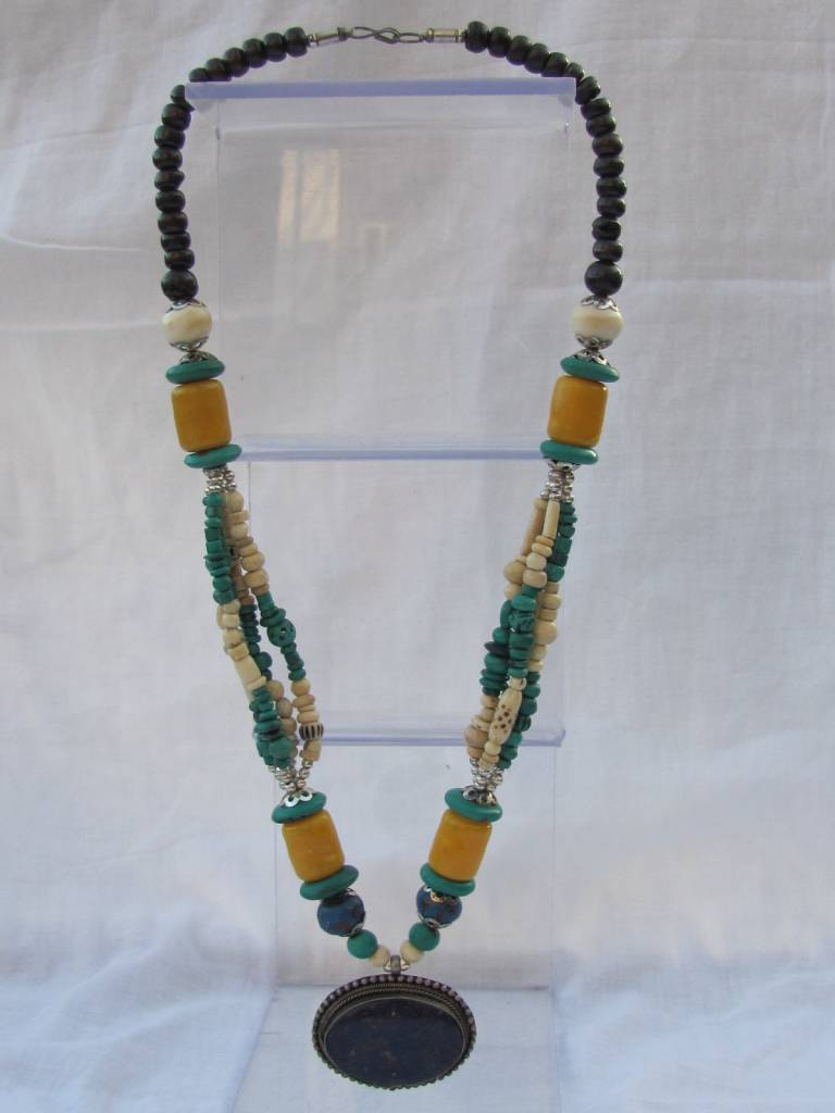 Necklace from sustainable material, camel bone, horn and hars
