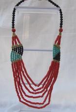 Halsketting met handgemaakte koraal kleurige kralen