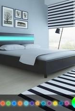 VidaXL Bed met ledlampjes in hoofdeinde 200 x 160 cm kunstleer zwart