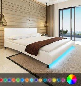 VidaXL Bed kunstleer 180 x 200 cm met ledstrip wit