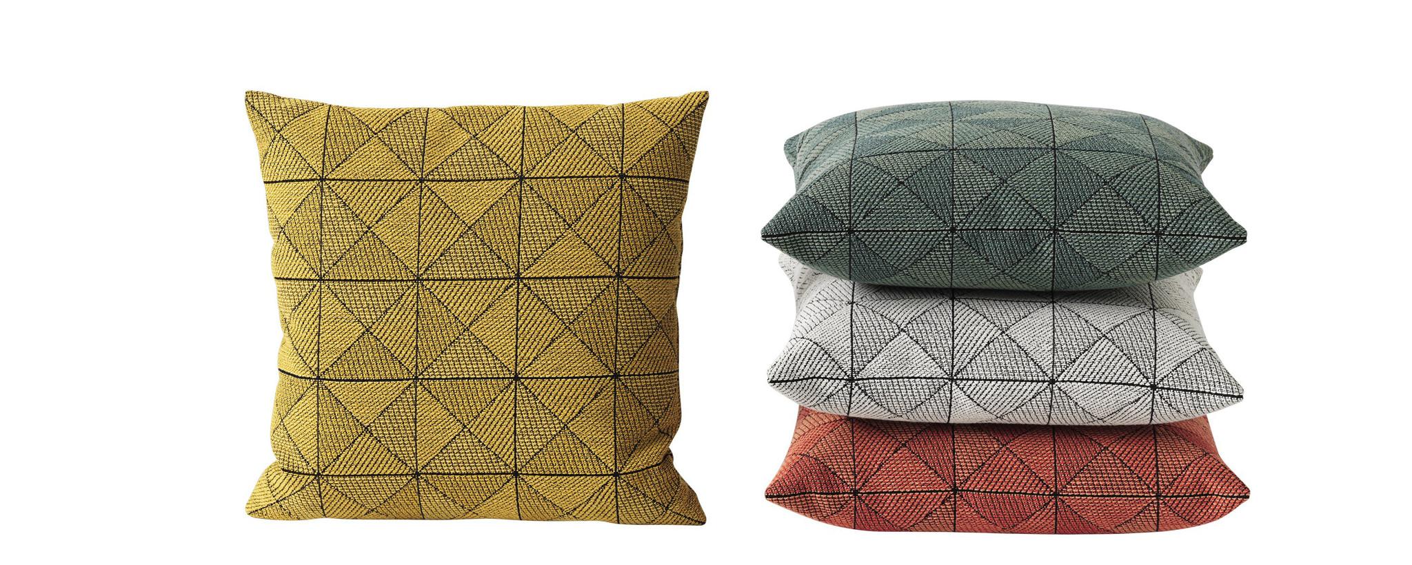 Kussens en dekens en poufs