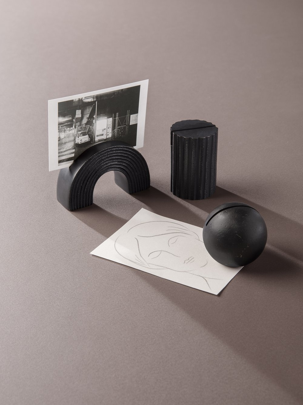 Ferm Living Arch card stand - black