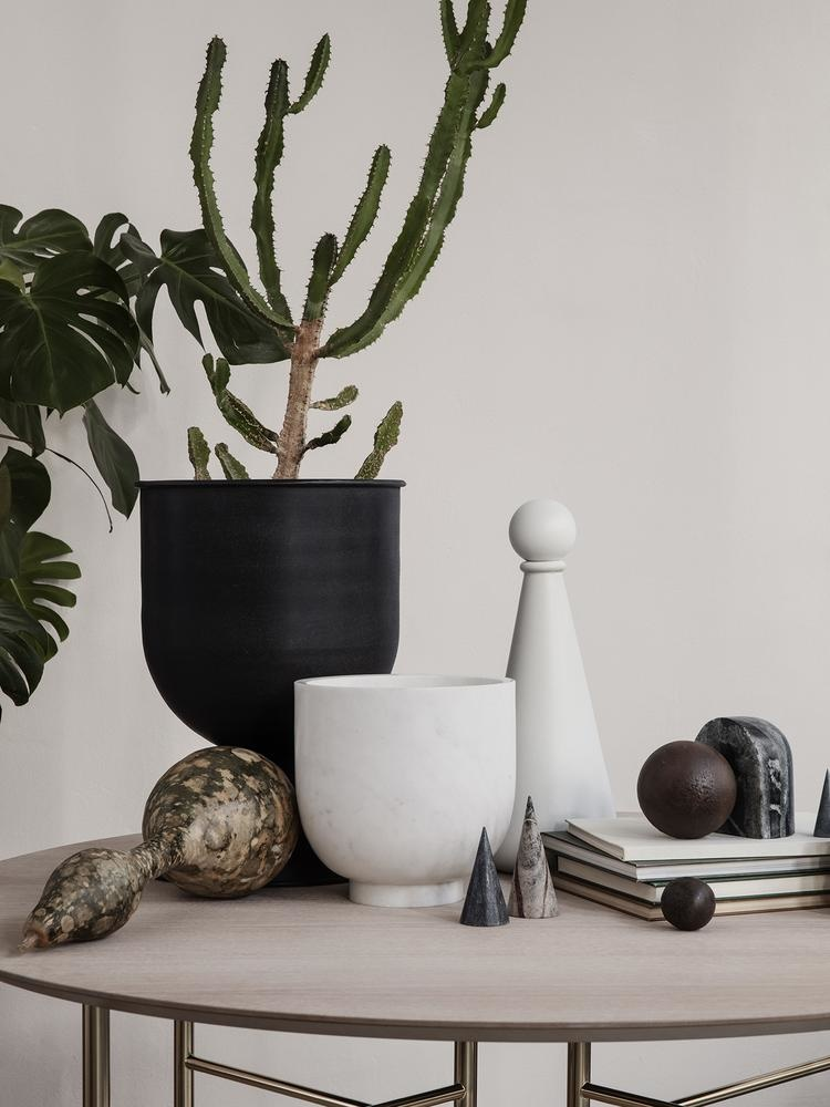 Ferm Living Hourglass Pot - Black Small