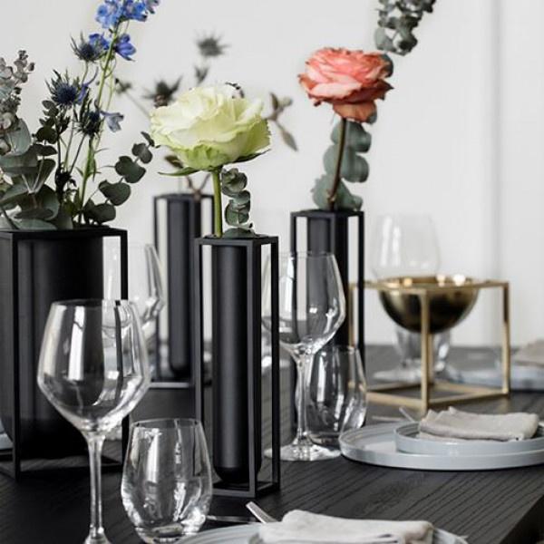 ByLassen Kubus Vase Flora - black